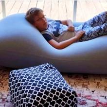 פוף שוגי ענק בסלון בלפיד