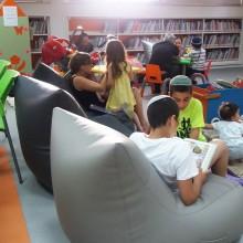פופים בספריה ציבורית דימונה